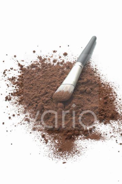 Kakaopulver mit Pinsel