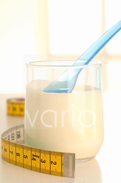 Maßband und Joghurt