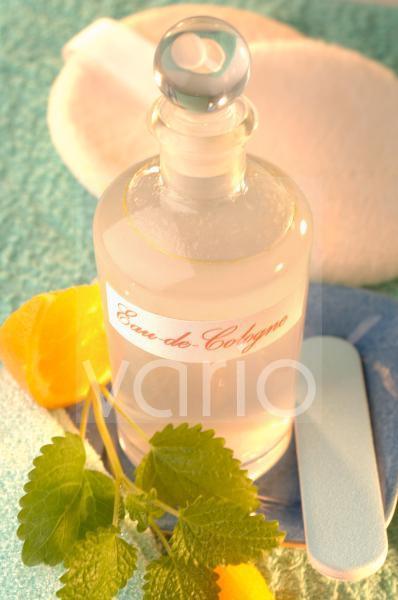 Kölnisch Wasser mit Zitronenmelisse