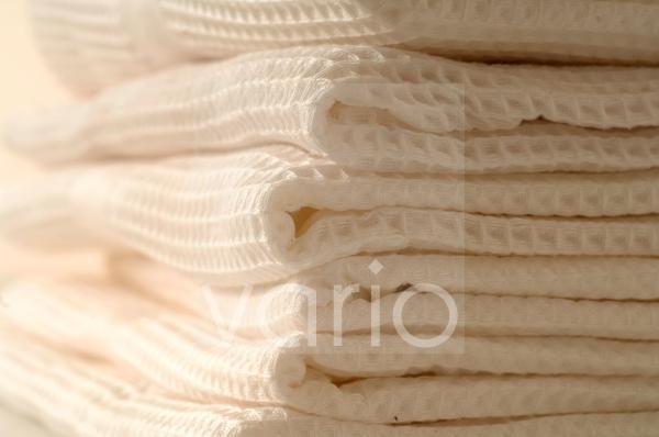 Stapel weißer Handtücher