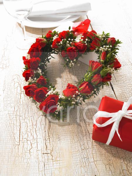 Herz aus Rosen mit Myrte und Schleierkraut