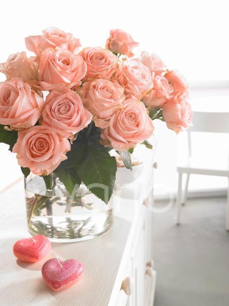 Rosa Rosenstrauß - mit Herzkerzen