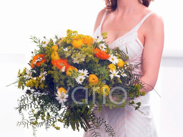 Strauß aus Ringelblume; Ranunkeln; Margerite