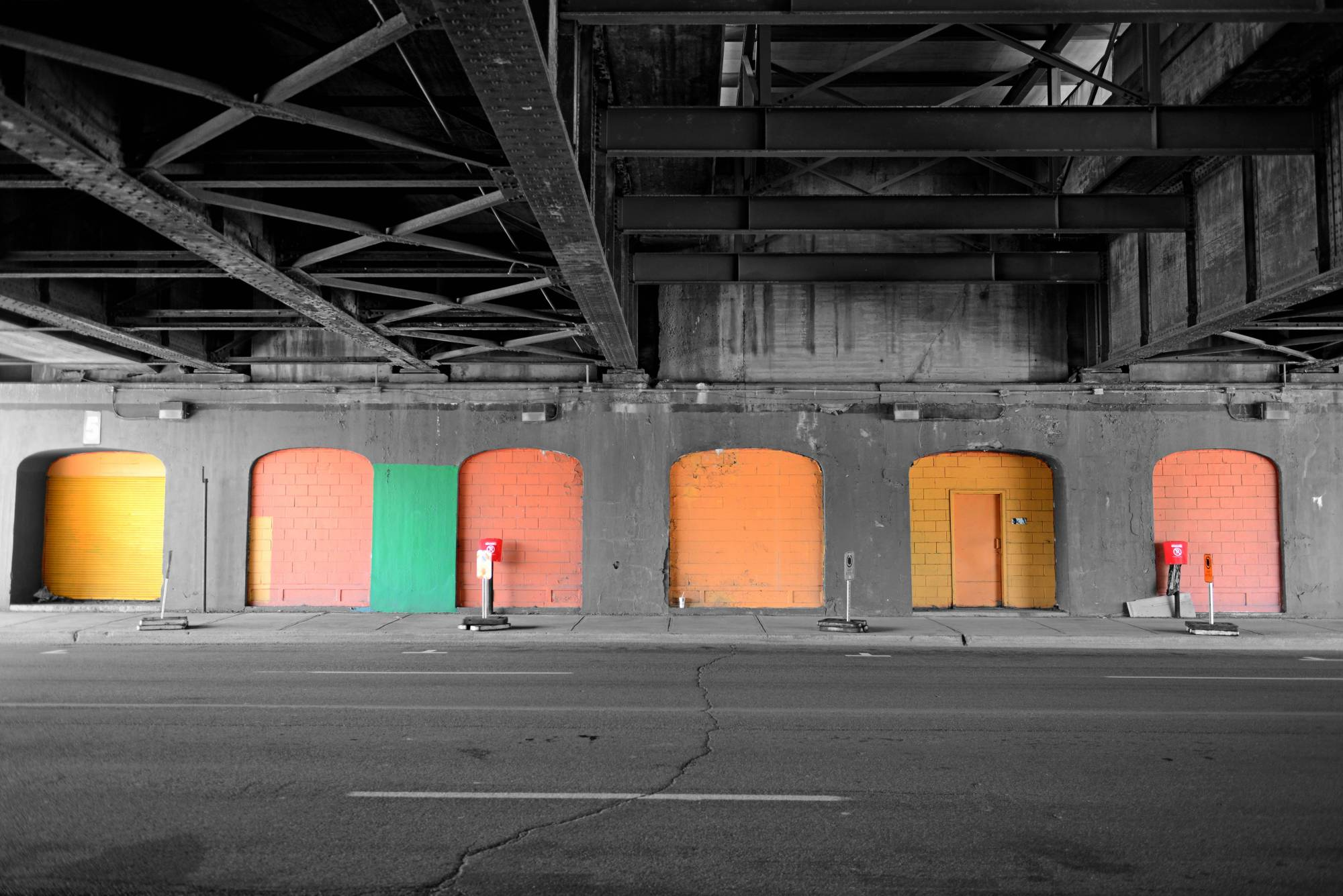 VP 6108470, COLORSPOT UNDER A BRIDGE MONTREAL, CANADA. Fotograf: Hady Khandani